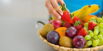 Τα 9 φρούτα και <br> λαχανικά που τρώγονται <br> με τη φλούδα