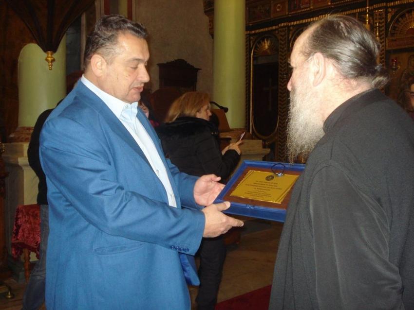 Ο Κ. Μώρος επέδωσε <br> τιμητική πλακέτα στον <br> Πατριάρχη Βαρθολομαίο