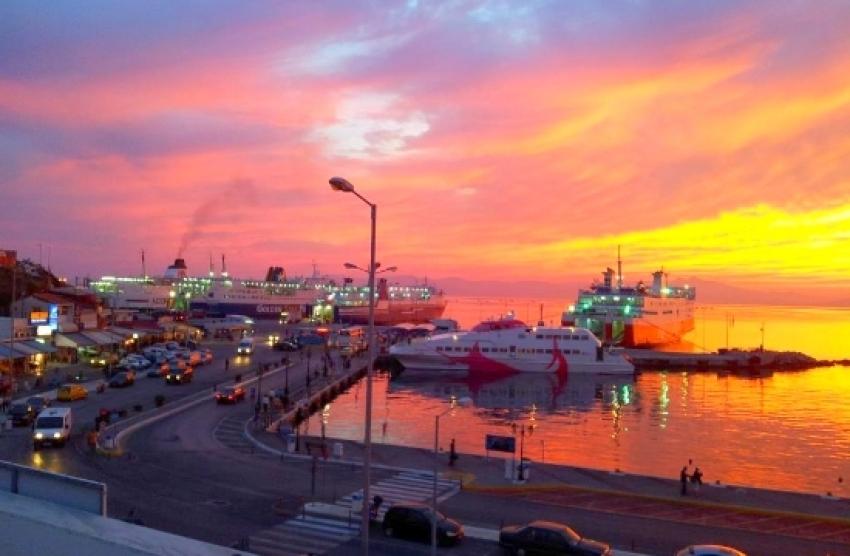 ''Βουλιάζει'' το λιμάνι <br> της Ραφήνας <br> για το Πάσχα