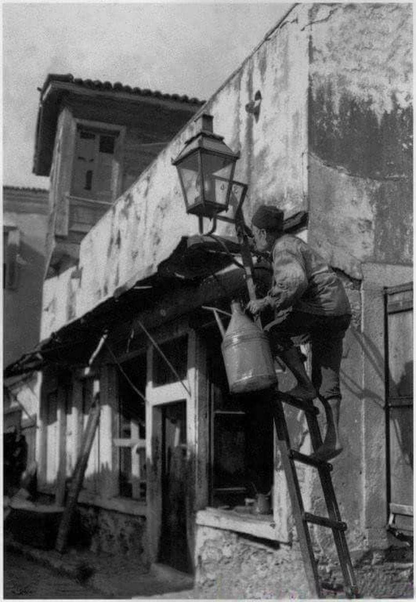 Επάγγελμα φανοκόρος <br> Τι είναι αυτό; <br> Αθήνα 1900 (εικόνα)