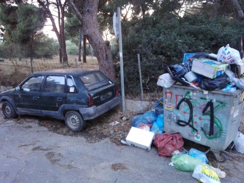 Άφησαν παλιό <br> αυτοκίνητο σε κάδο <br> στο Ζούμπερι! (εικόνα)